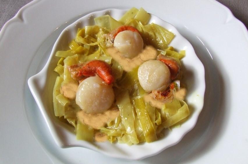 Saint jacques au sabayon de cr mant et sa fondue de poireaux - Saint jacques au curry ...